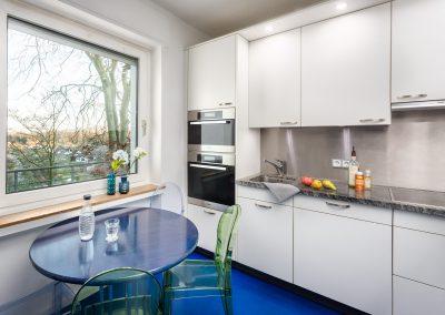 Küche mit Terrassenblick