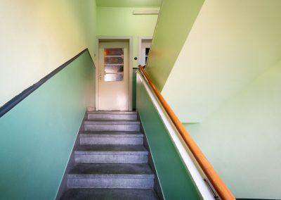 Treppe mit Wohnungstüre
